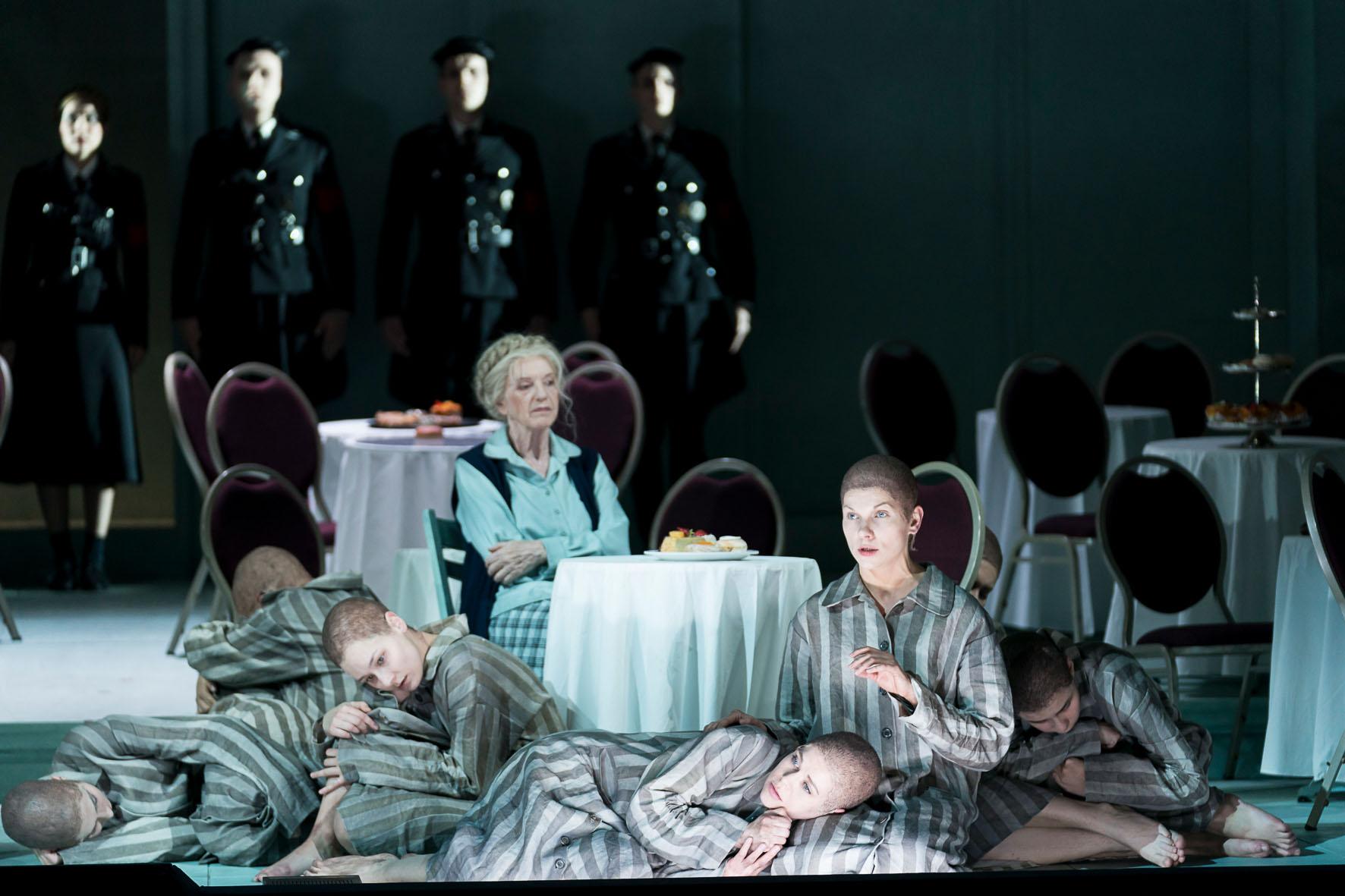 Sieglinde Feldhofer in die Passagierin in der Oper Graz © Werner Kmetitsch